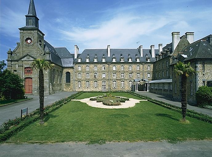Séminaire, hôpital, actuellement maison de retraite, rue de Dinan, l'Abbaye-sous-Dol (Dol-de-Bretagne)  ; Hôpitaux sur la commune de Dol-de-Bretagne