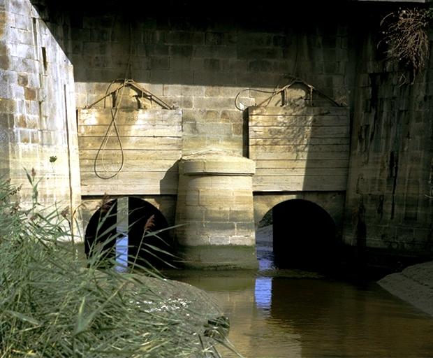 Pont d'Angoulème, D 797 (Le Vivier-sur-Mer)