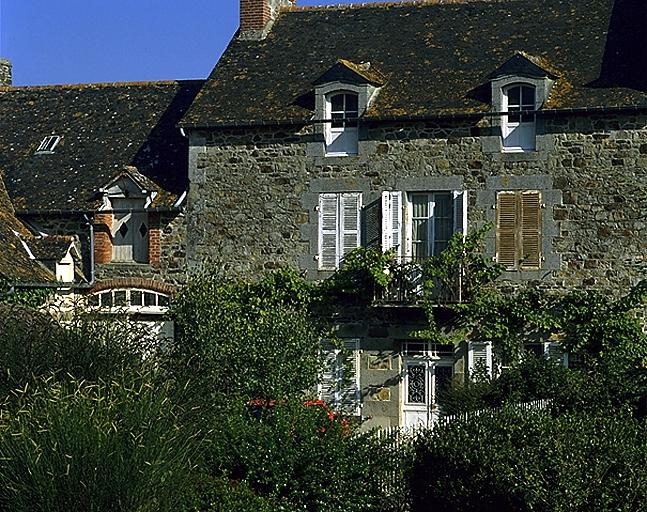 Maison, 1 rond point du Centre (Le Vivier-sur-Mer)