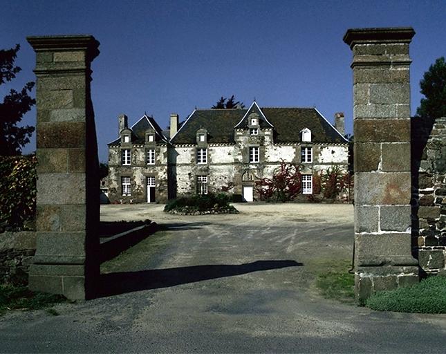 Manoir, l'Aumône (Cherrueix) ; Les manoirs sur la commune de Cherrueix