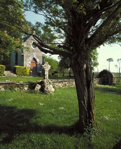 Chapelle Notre Dame-des-sept-douleurs (Les Brûlais) ; Croix de chemin (Les Brûlais) ; Les églises, chapelles, oratoires, croix de chemin et fontaines de dévotion sur la commune de Les Brûlais