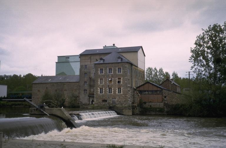 Moulin à foulon, puis moulin à blé, puis minoterie de Macaire, actuellement usine de produits pour l'alimentation animale Sopral Flatazor (Pléchâtel)