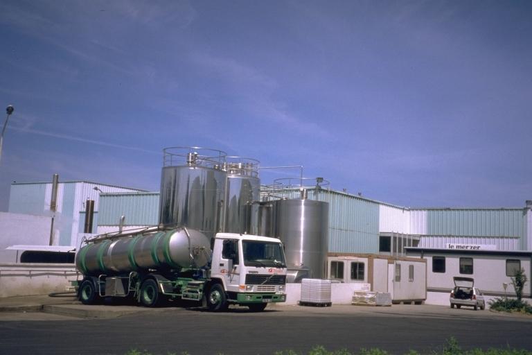 Laiterie industrielle Triballat, 2 rue Julien Neveu (Noyal-sur-Vilaine) ; Les moulins et fromageries sur la commune de Noyal-sur-Vilaine