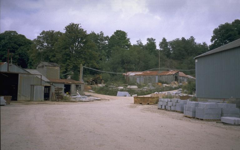 Carrière de granite de la Morinais, puis usine de taille de matériaux de construction (Louvigné-du-Désert)