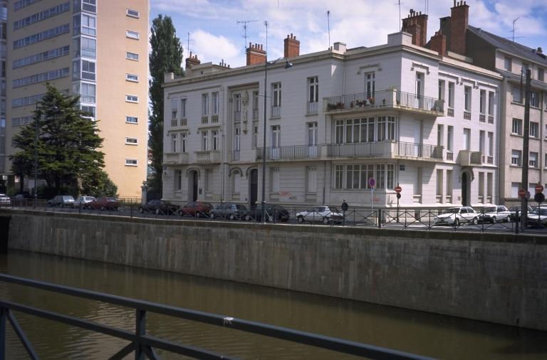 Usine de tabletterie et usine à papier dite manufacture d'articles pour fumeurs L. Hervé, actuellement immeuble à logements, 12 quai Richemont (Rennes)
