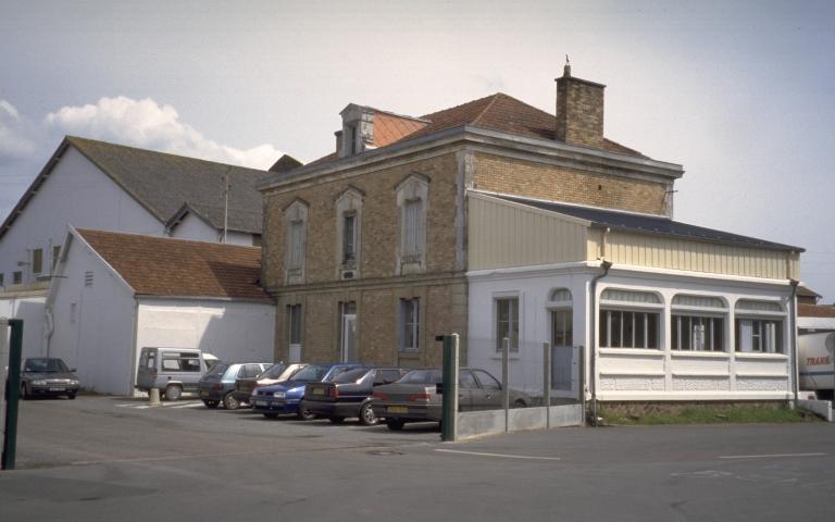 Fonderie Chevalier, et usine de construction mécanique Henri et Pierre Chevalier, puis cristallerie de Baccarat, actuellement usine frigorifique Frigoscandia SA, 1 rue Lucien Poulard (Redon)