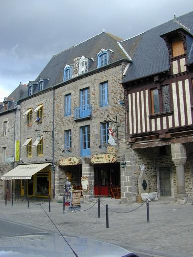 Maison, 38 rue Grande-Rue des Stuarts (Dol-de-Bretagne) ; Manoir, dit hôtel de Plédran, 34, 36 rue Grande-Rue des Stuarts (Dol-de-Bretagne) ; Les hôtels particuliers sur la commune de Dol-de-Bretagne