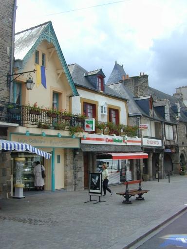 Maison, dite Les Trois Pigeons, 13 rue Grande-Rue des Stuarts (Dol-de-Bretagne) ; Maison, 9 rue Grande-Rue des Stuarts (Dol-de-Bretagne) ; Maison, 15 rue Grande-Rue des Stuarts (Dol-de-Bretagne) ; Maison, 11 rue Grande-Rue des Stuarts (Dol-de-Bretagne)