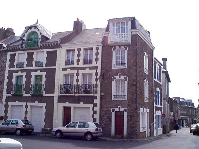 Maison, 7 rue du Port ;  place de la Victoire (Cancale)