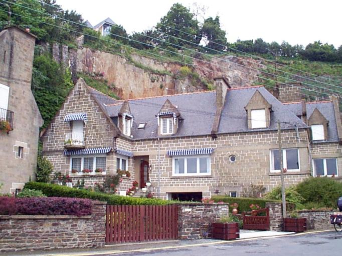Maisons en série (série de 5), 3, 4, 5, 6, 7 rue des Parcs, la Houle (Cancale)