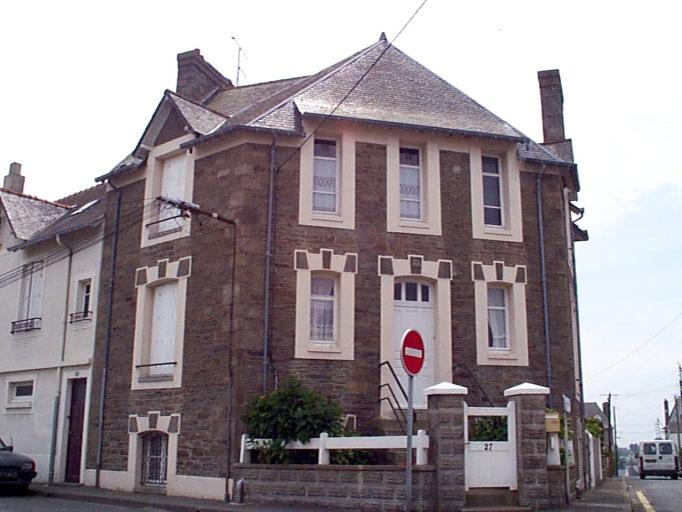 Maison, 27 rue Duguesclin ; 1 rue du Général Fauchon (Cancale)