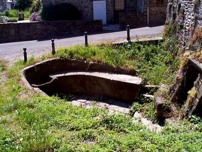 Lavoir et fontaine de la Broustière dite Fontaine aux clercs, rue des Fours à chaux, la Broustière (Cancale)