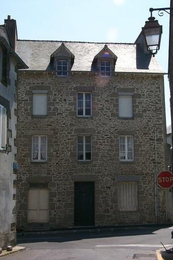 Immeuble à logements, 11 place Bricourt ; 1 rue du Port (Cancale)