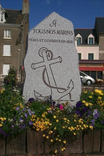 Monument commémoratif, quai Duguay-Trouin, la Houle (Cancale)