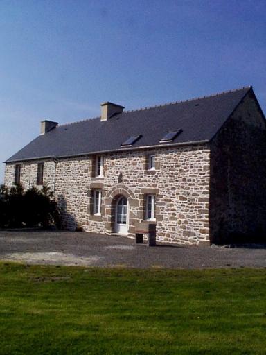 Maison de prêtre, 15 rue de l'Aupinière (Hirel)