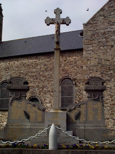 Monument aux morts, rue des Ecoles (Hirel) ; Croix monumentale, rue des Ecoles (Hirel)