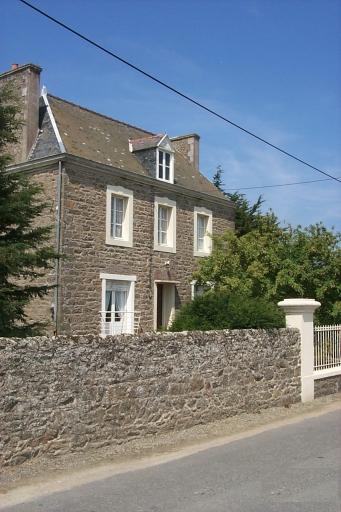 Maison, la Mare (Saint-Coulomb)