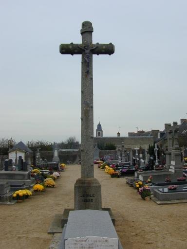 Croix de cimetière, rue du Vieux Presbytère (Saint-Coulomb)