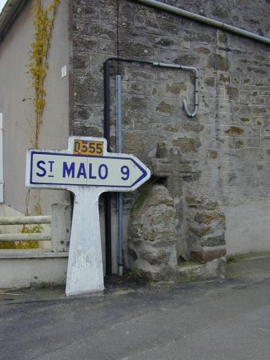Croix de chemin, la Ville Croix (Saint-Coulomb)