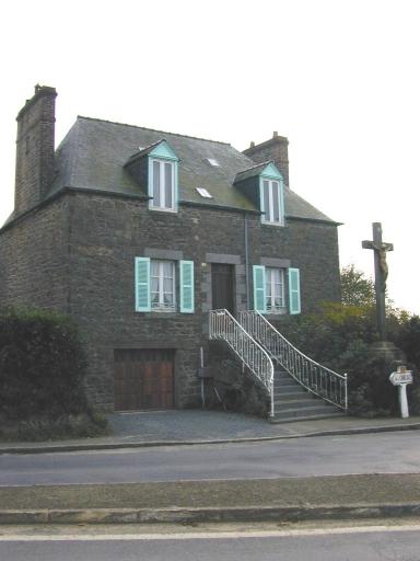 Maison, 2 rue de Ville Croix (Saint-Coulomb)