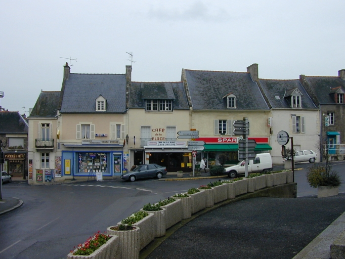 Village (Saint-Coulomb) ; Place (Saint-Coulomb) ; Maison, 5 place de l'Eglise (Saint-Coulomb)
