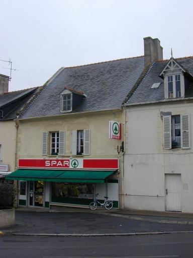 Maison, 5 place de l'Eglise (Saint-Coulomb)