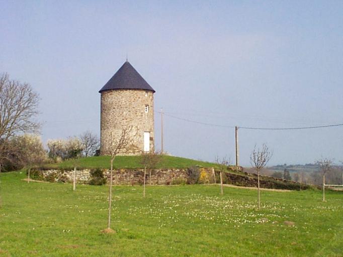 Moulin dit du Bourg, près du Vaupinel (Saint-Méloir-des-Ondes)