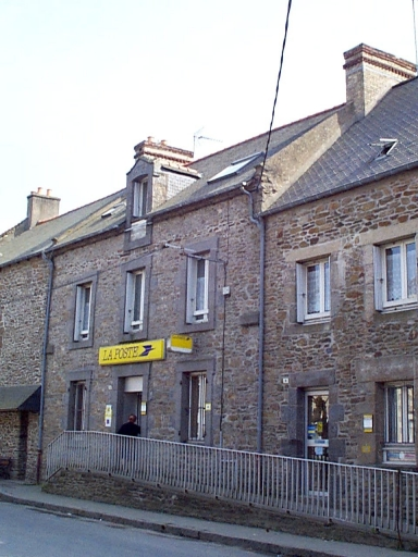 Maison, 10 place du Souvenir (Saint-Méloir-des-Ondes)