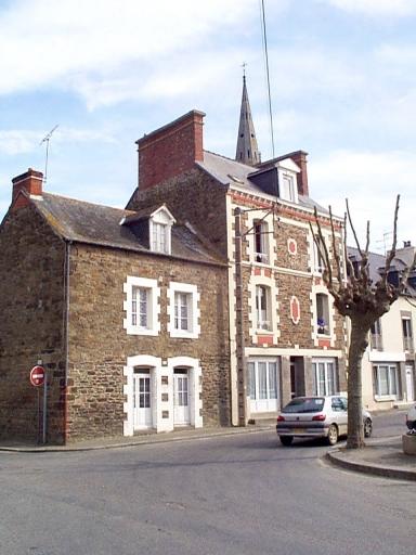 Maison, 1 place du Souvenir (Saint-Méloir-des-Ondes) ; Immeuble, 3 place du Souvenir (Saint-Méloir-des-Ondes)