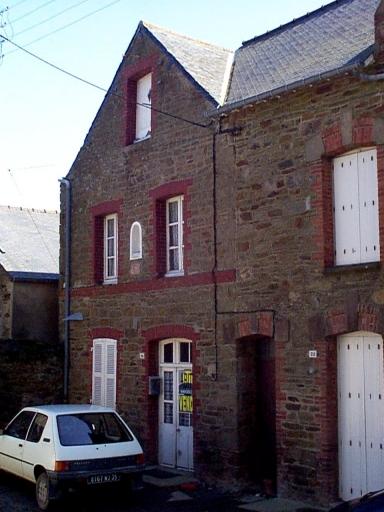 Maison, 24 place de l'Eglise (Saint-Méloir-des-Ondes)