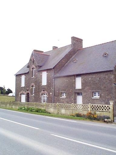 Ferme, la Touesse (Saint-Méloir-des-Ondes) ; Les maisons et les fermes sur la commune de Saint-Méloir-des-Ondes