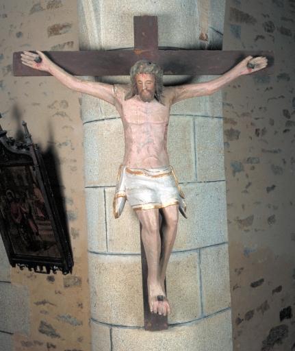 Statue de Christ en croix