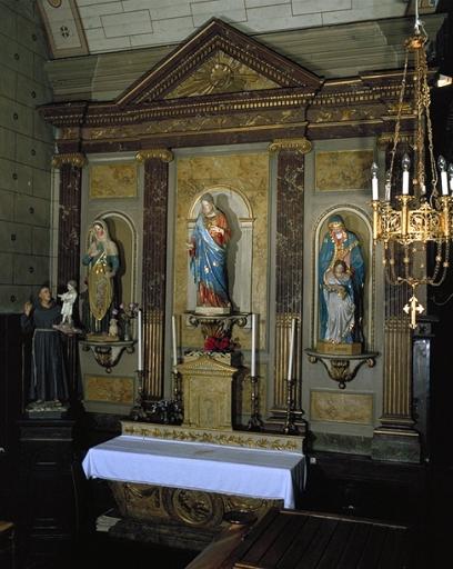 Ensemble de l'autel de sainte Geneviève: autel, gradin d'autel, tabernacle, retable, degré d'autel