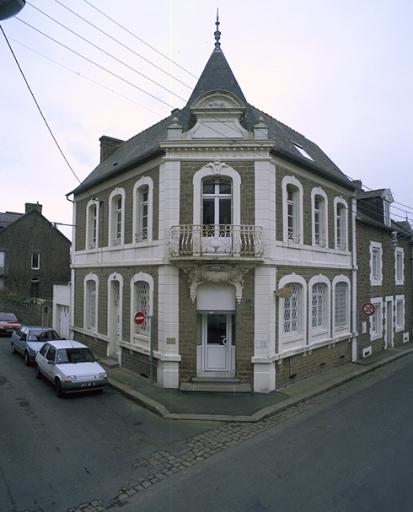 Banque, 17 boulevard Thiers ; 9 rue Ernest Herclat (Cancale) ; Lotissement de la pointe des Crolles, Boulevard Thiers (Cancale)