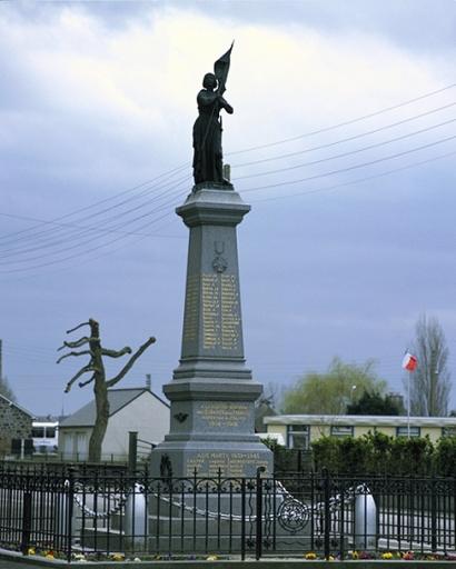 Monument aux morts, place de l'Eglise (La Fresnais) ; Les écoles, mairie et monuments sur la commune de La Fresnais