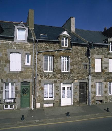 Maison de pêcheurs, 10, 11 quai John Kennedy, la Houle (Cancale) ; Les maisons, immeubles et presbytère sur la commune de Cancale