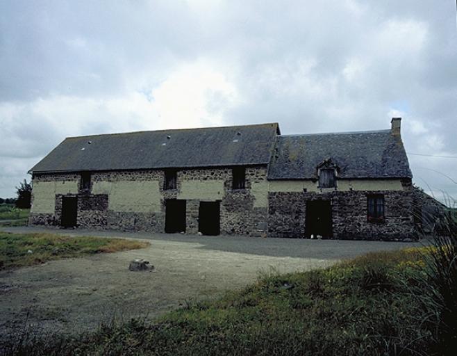 Ferme, 40 rue des Alleux (Hirel) ; Les maisons et les fermes sur la commune de Hirel
