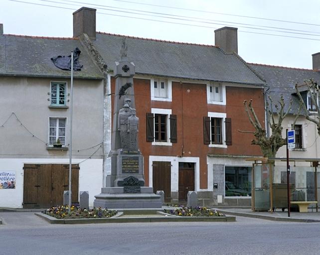 Maison, 20 place du Souvenir (Saint-Méloir-des-Ondes) ; Monument aux morts, place du Souvenir (Saint-Méloir-des-Ondes)