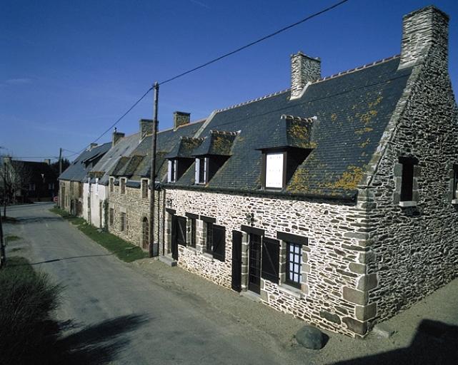 Alignement de maisons, le Buot (Saint-Méloir-des-Ondes)