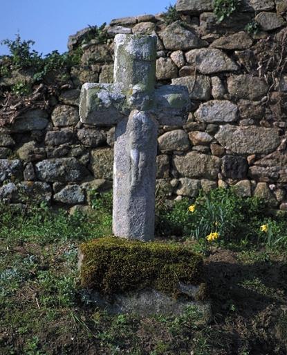 Croix de chemin, la Tiolais (Saint-Coulomb)
