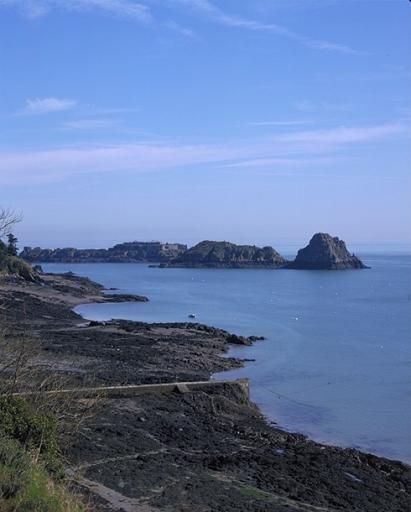 Fort maritime, Île des Rimains (Cancale) ; Cale de débarquement, l'Abri des flots (Cancale)