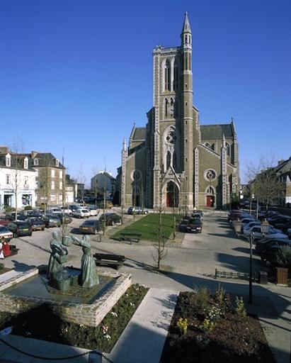 Place de l'église, place de République ; place du Cher Frère Lucide (Cancale) ; Église paroissiale Saint-Méen, place de la République ; place du Cher Frère Lucide (Cancale) ; Quartier centre ville dit ville-haute (Cancale) ; Les églises et chapelles sur la commune de Cancale