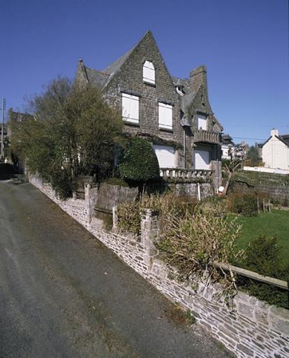 Maison dite Tolets, 9 rue du Mont-Saint-Michel ; 1 impasse Langaven (Cancale) ; Les maisons, immeubles et presbytère sur la commune de Cancale