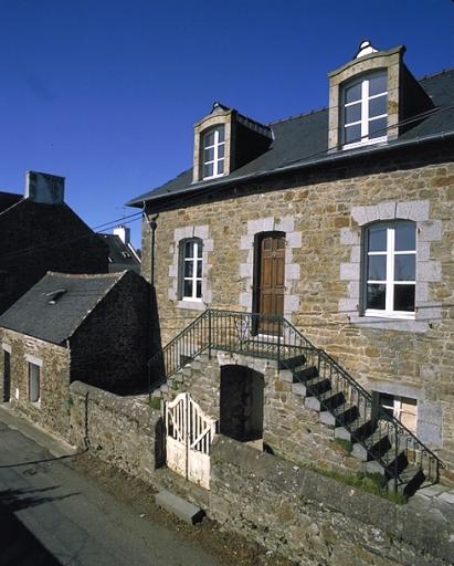 Maison de capitaine (?), 49, 51 rue des Rimains (Cancale) ; Les maisons, immeubles et presbytère sur la commune de Cancale
