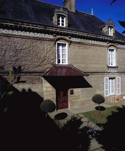 Maison dite Maison de Bricourt, 1 rue Duguesclin ; rue de Saint-Malo (Cancale) ; Les maisons, immeubles et presbytère sur la commune de Cancale