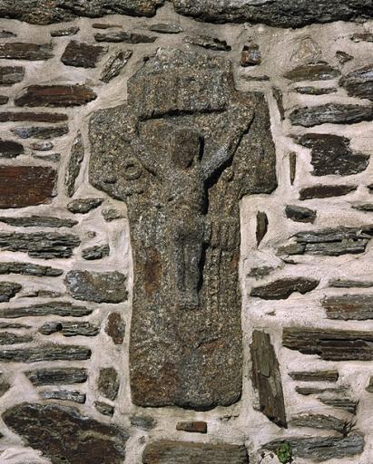 Croix de chemin dite croix du Vau-Baudet, 62 rue du Port (Cancale) ; Les croix monumentales et oratoires sur la commune de Cancale