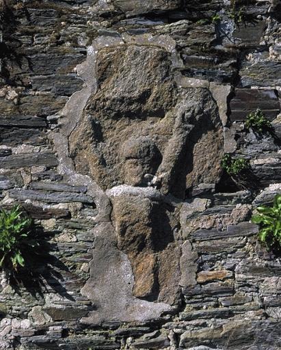 Croix de chemin dite croix des Halles, 6 place du Marché (Cancale) ; Les croix monumentales et oratoires sur la commune de Cancale