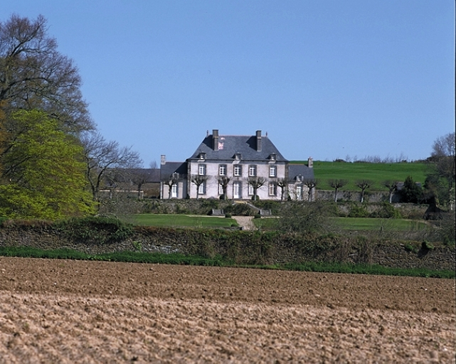 """Présentation de la commune de Saint-Méloir-des-Ondes ; Château dite """"malouinière"""", le Val Ernoul (Saint-Méloir-des-Ondes)"""