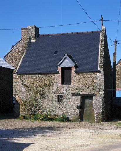 Ferme, la Haute Ville (Saint-Méloir-des-Ondes) ; Les maisons et les fermes sur la commune de Saint-Méloir-des-Ondes