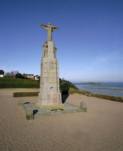 Monument aux morts de la Première et de la Seconde Guerre mondiale, Pointe des Crolles (Cancale) ; Lotissement de la pointe des Crolles, Boulevard Thiers (Cancale)